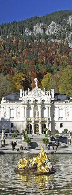 Schloss Linderhof In Der Oberbayerischen Gemeinde Ettal Ist Eines Der Marchenschlosser Des Bayerischen Konigs Ludwig Ii