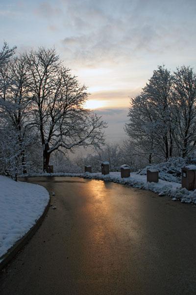 Der Burgweg im Abendrot